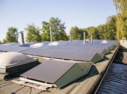 Die Photovoltaikanlage auf dem Dach der Müller GmbH & Co. KG halbiert den Energiebedarf